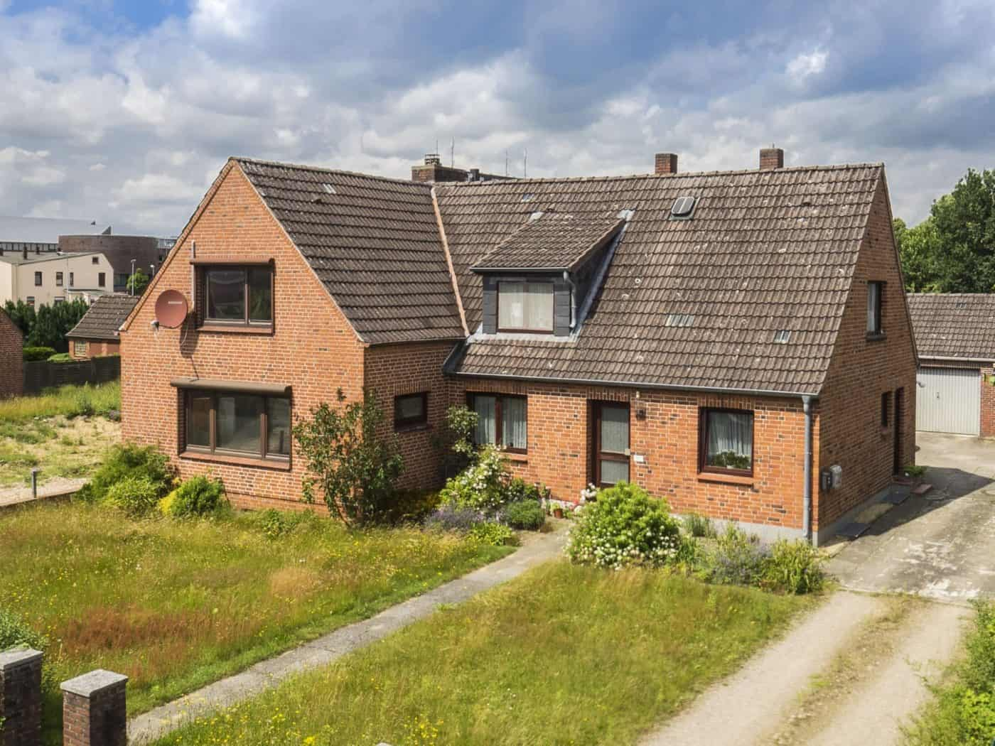 Immobilienmakler | | Siedlungshaus mit 2 Wohneinheiten inkl. Baugrundstück | Quickborn | Ellerau | Bönningstedt | Hamburg | Norderstedt | Pinneberg