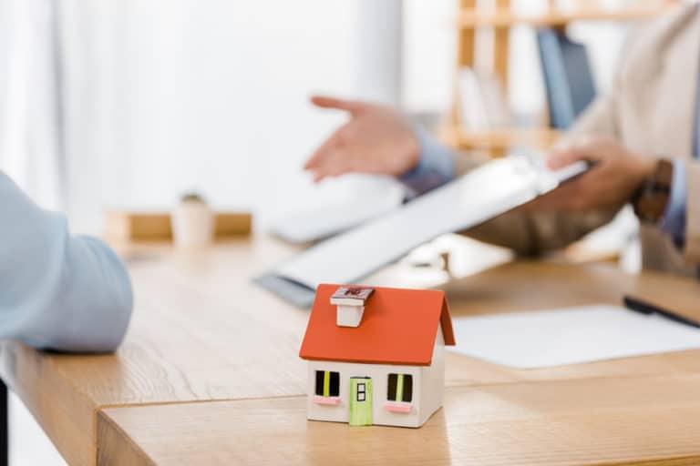 Notverkauf: Immobilienverrentung anstatt Zwangsversteigerung
